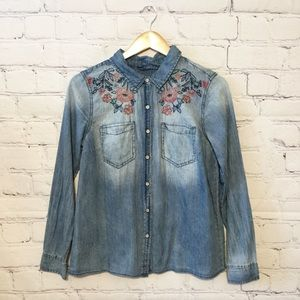 VINTAGE AMERICA Embroidered Chambray Top NWT sz M